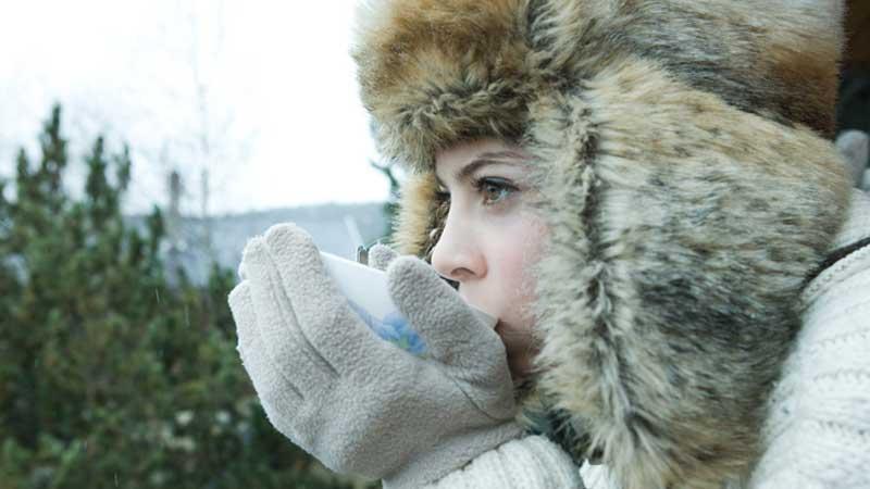 Klä på dig ordentligt med kläder för att undvika förfrysning.