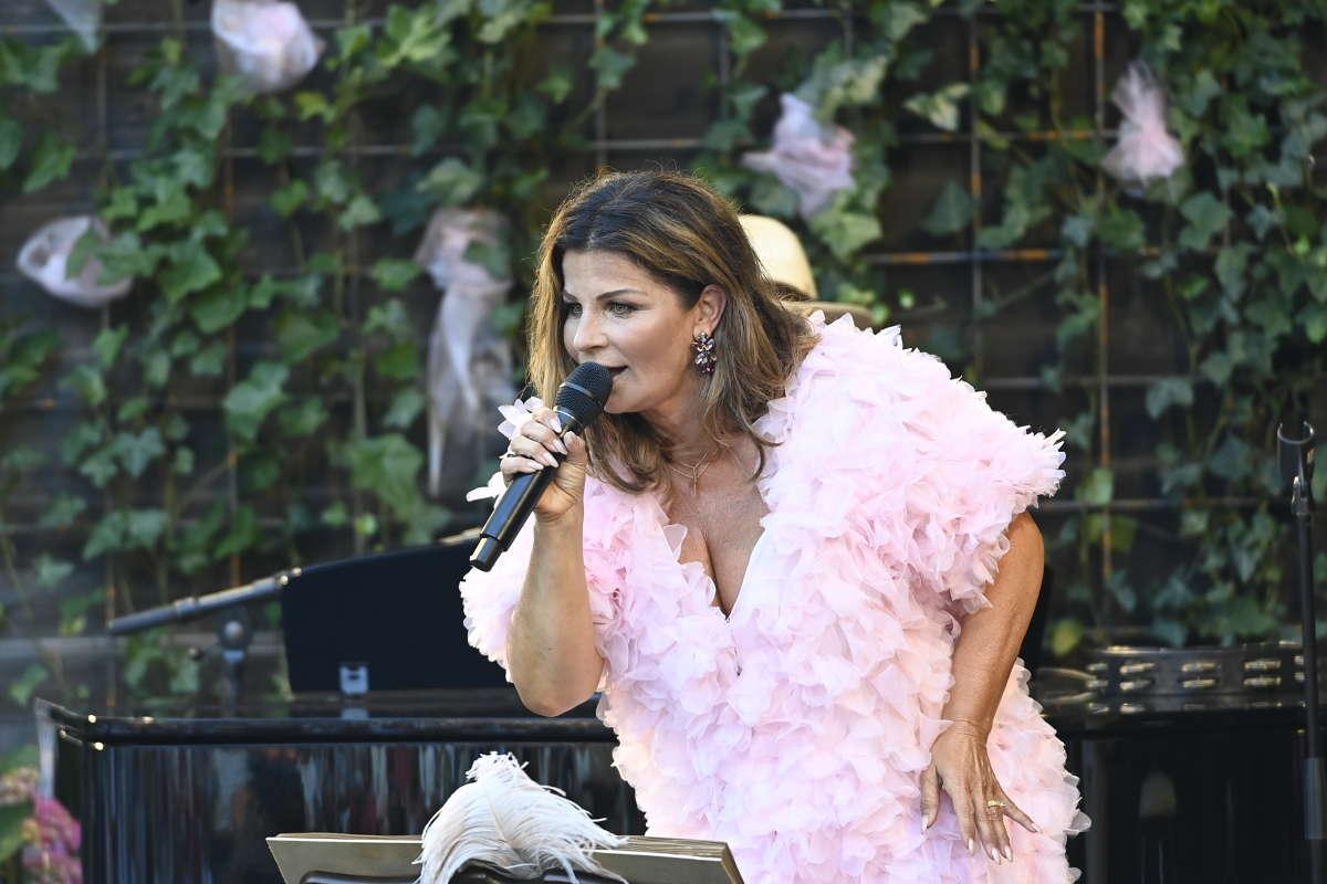 Carola uppträder i Borgholm.