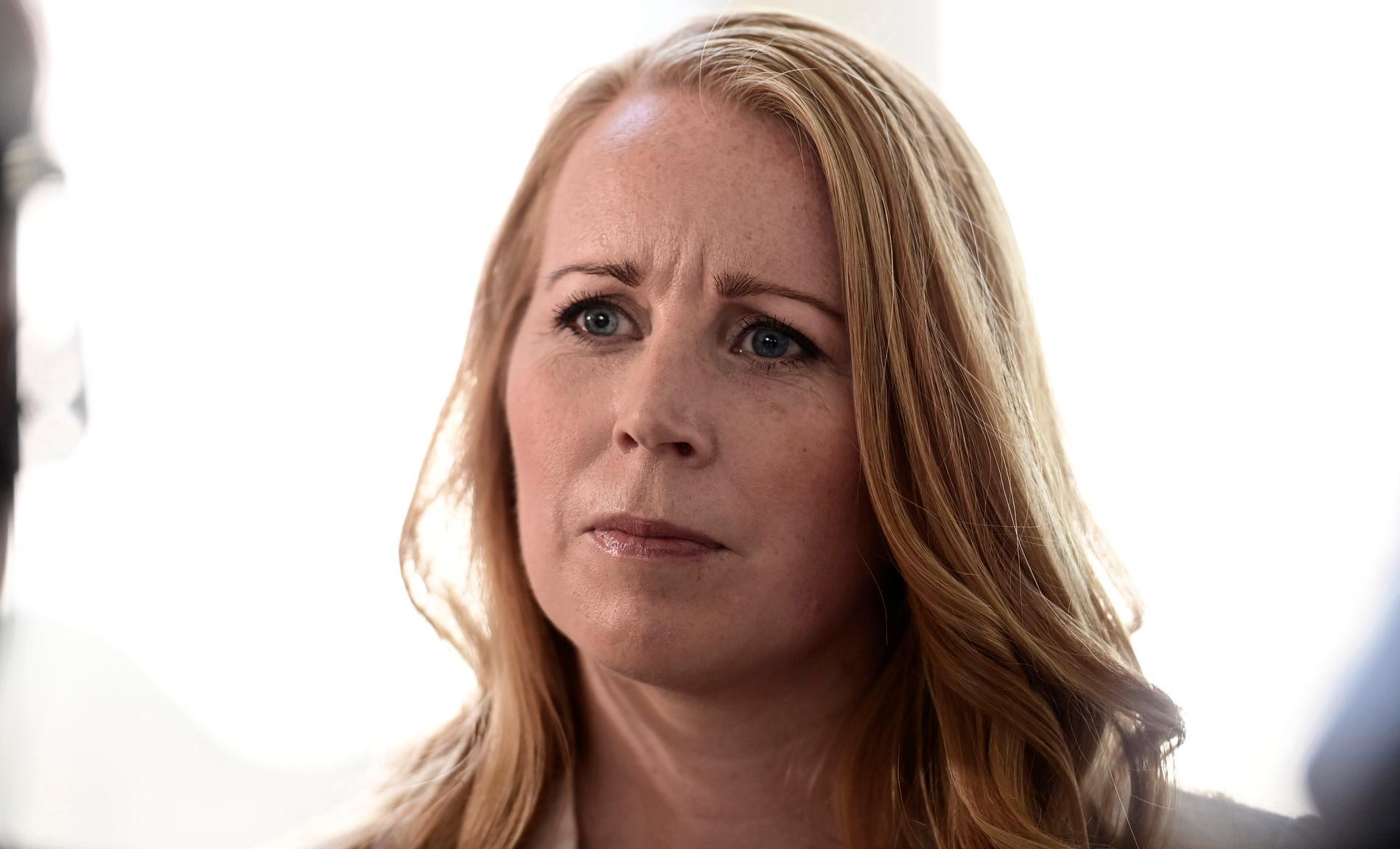 Annie Lööf låtsas som att Sverige är ett mittenrike.