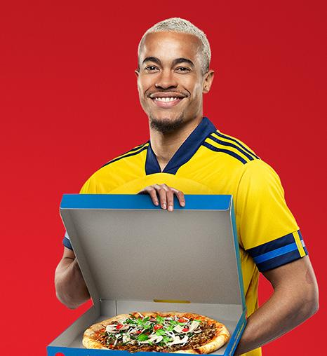 Robin Quaison med EM-pizzan