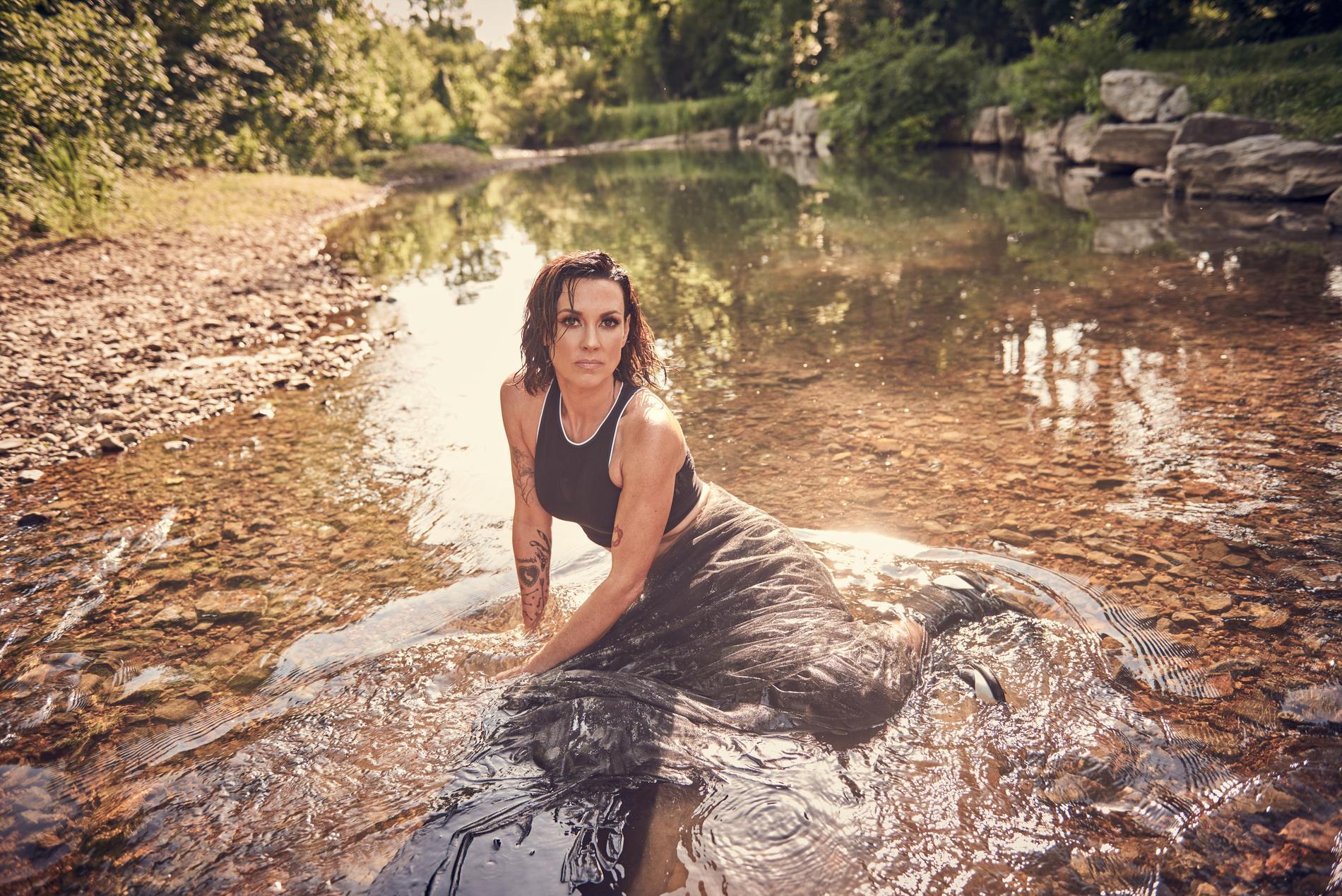 """Amanda Shires gör sin berömda imitation av """"Den lille havfrue""""."""
