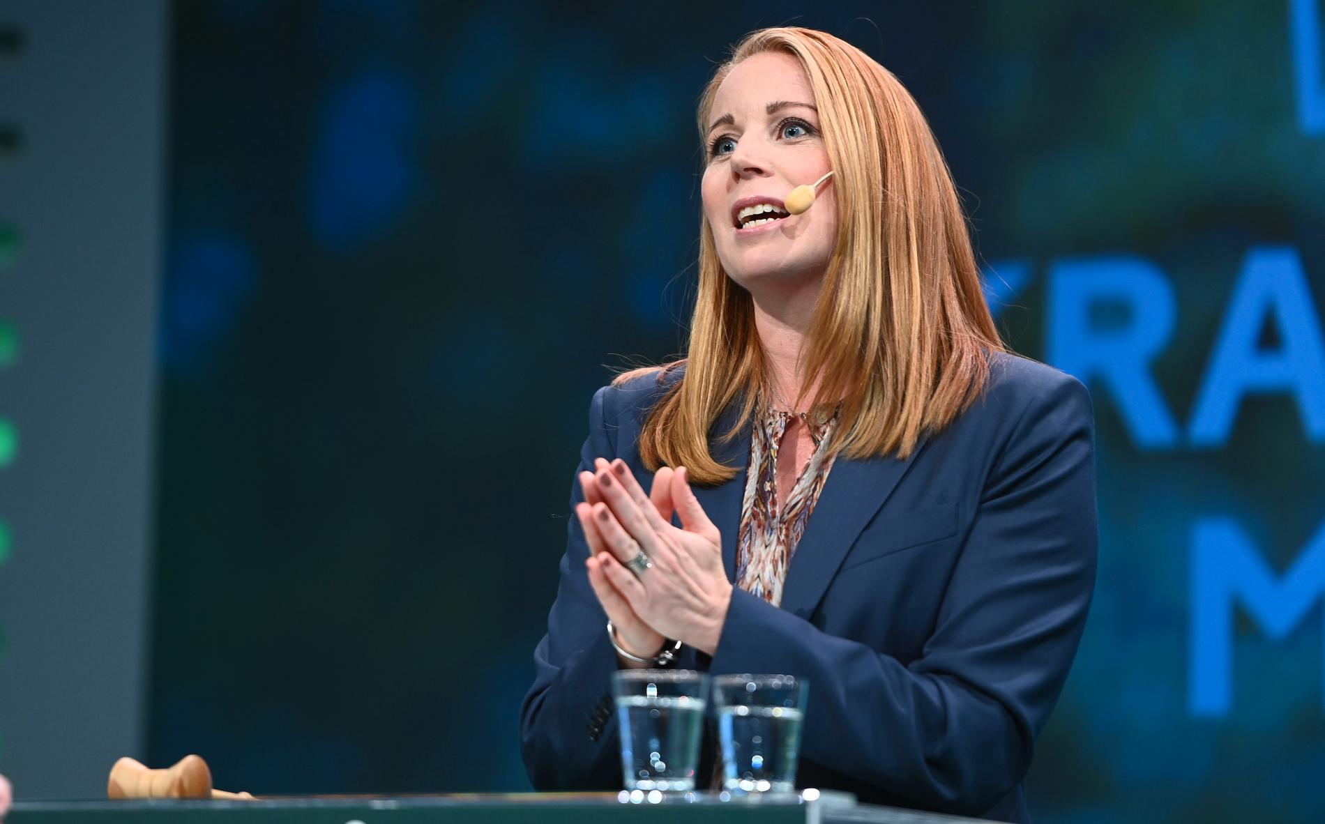Annie Lööf är omvald som Centerledare i ytterligare två år. Idag diskuterade Centerstämman skolpolitiken