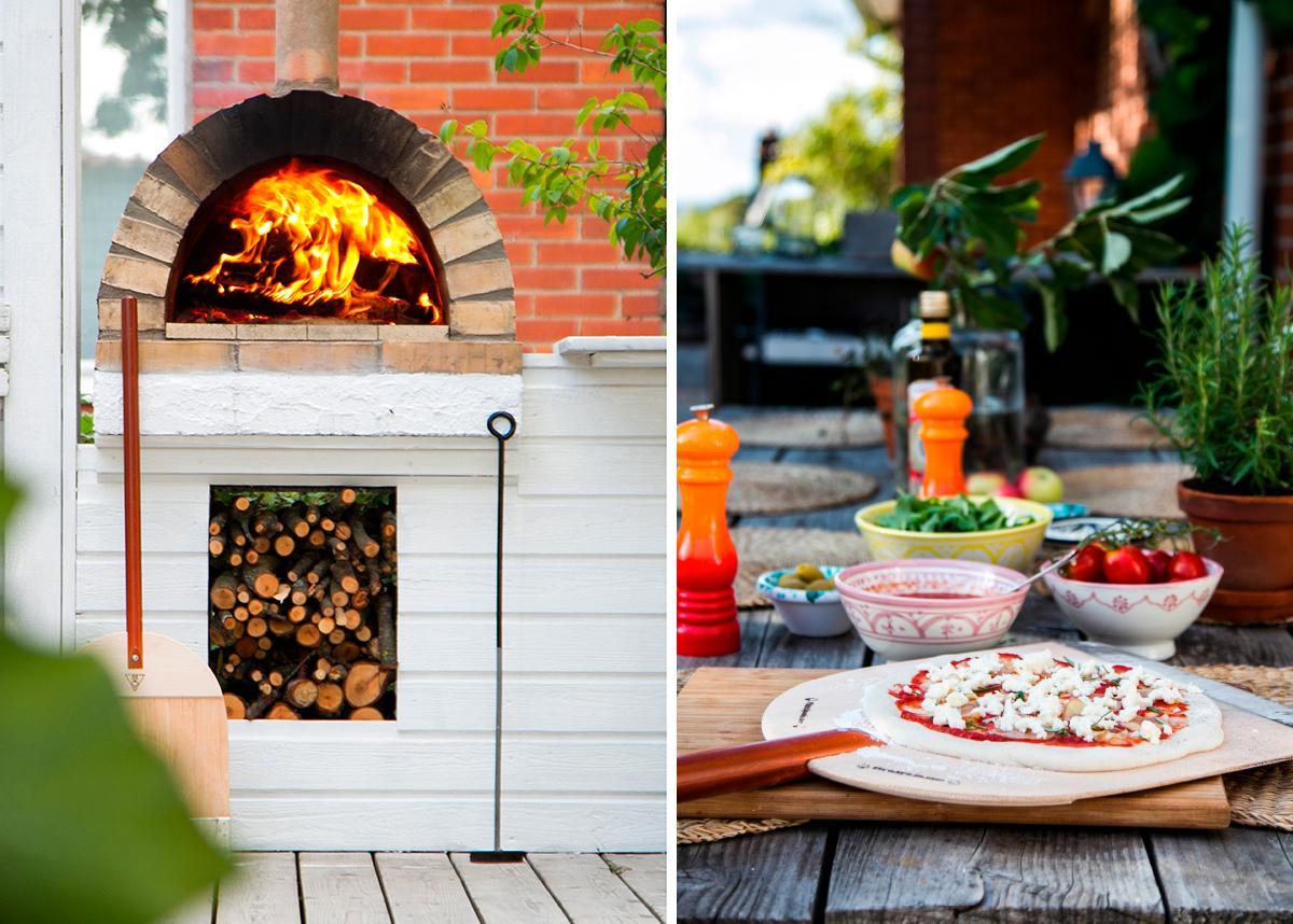 Eldningen är  i full gång. Snart är det hett nog för pizzan att gräddas. När toppingen är på plats återstår bara några minuter i ugnen. Pizzaspaden kommer från pizzaspade.com.