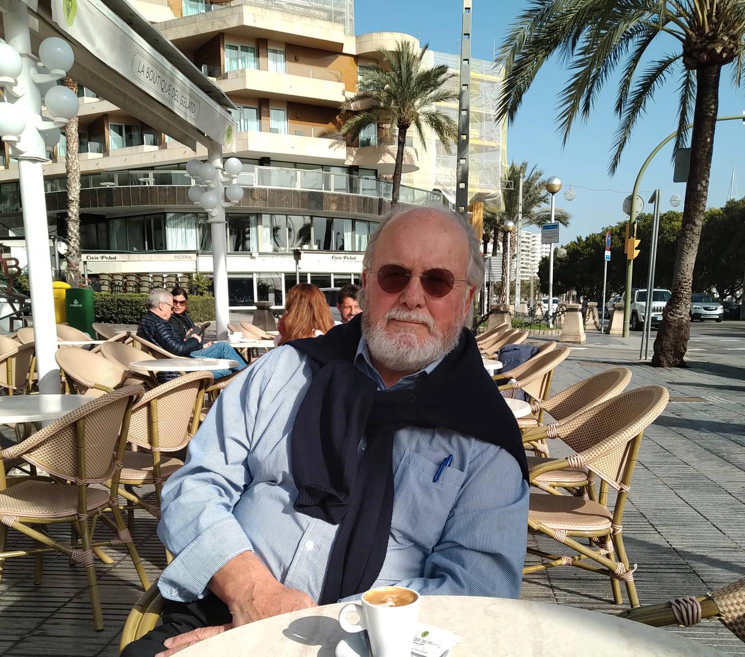 Hans Erik tar gärna en kaffe på Paseo Maritimo i Palma de Mallorca.