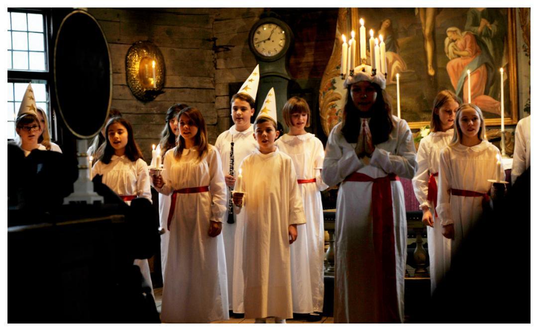 Lucia bär ljuskrona – en tradition som började på 1920-talet.