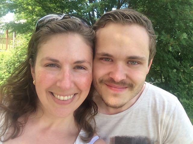 Bilden är tagen innan sjukdomen, Eva jobbade som musikterapeut och Andreas som lärare på högskolan.