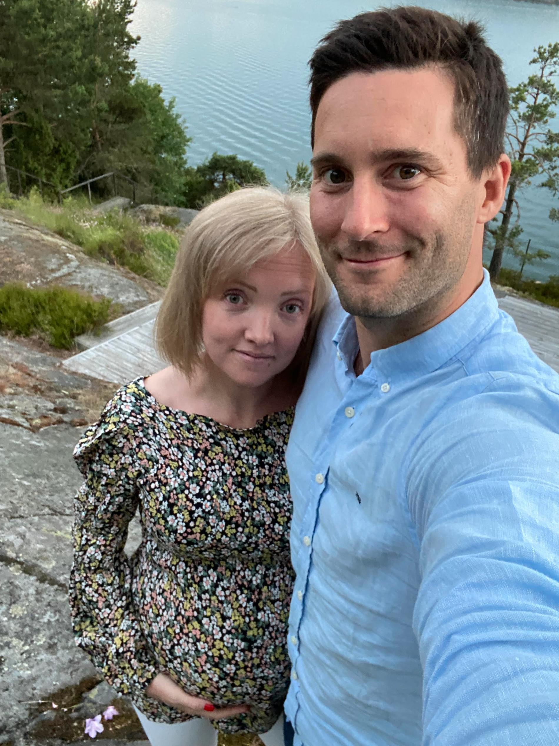 Jessica med maken Dennis väntar sitt andra barn i augusti.