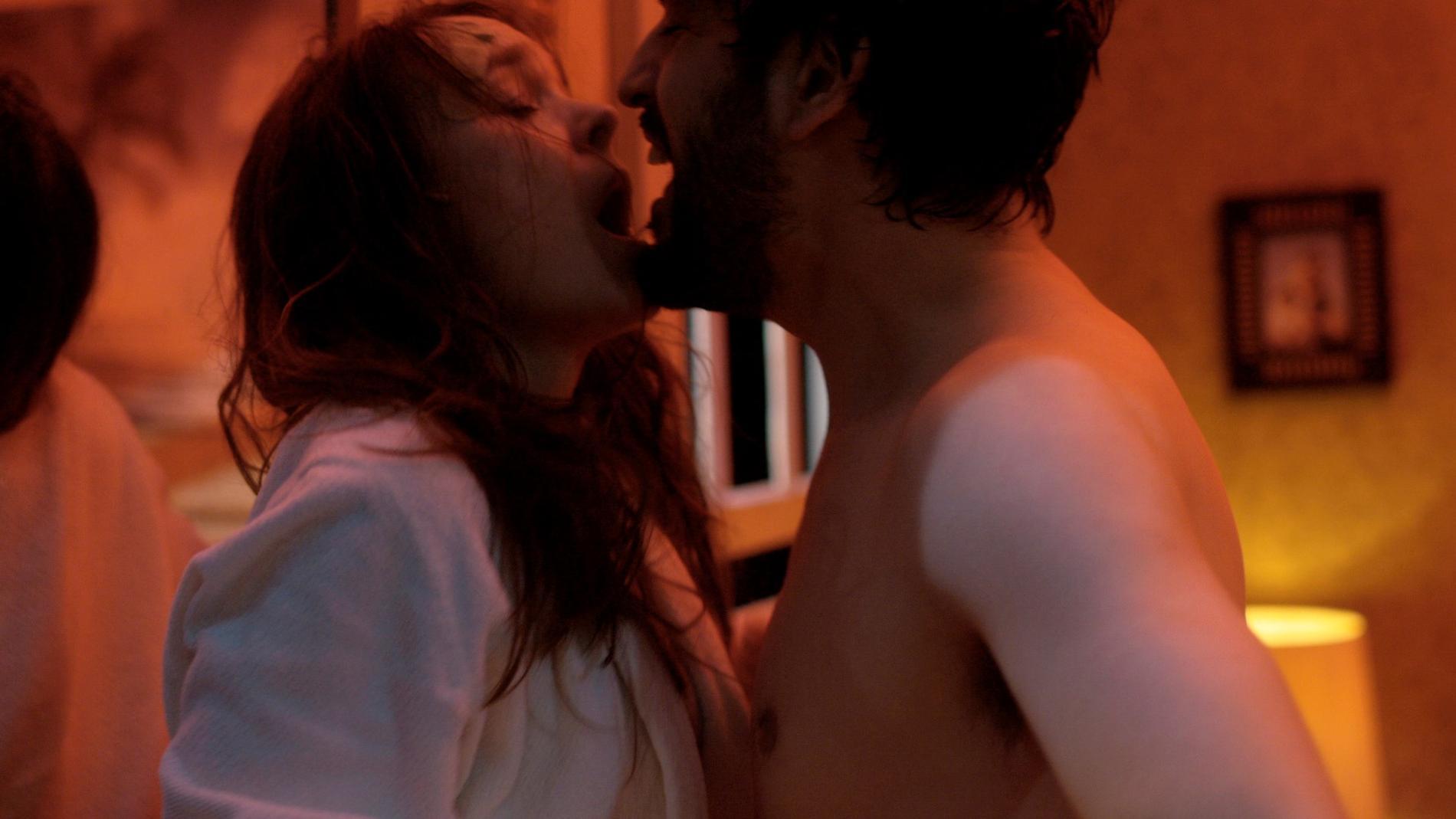 Rebecka Hemse och Danilo Bejarano som Stella och Stanley Kowalski i Linje lusta på Dramaten