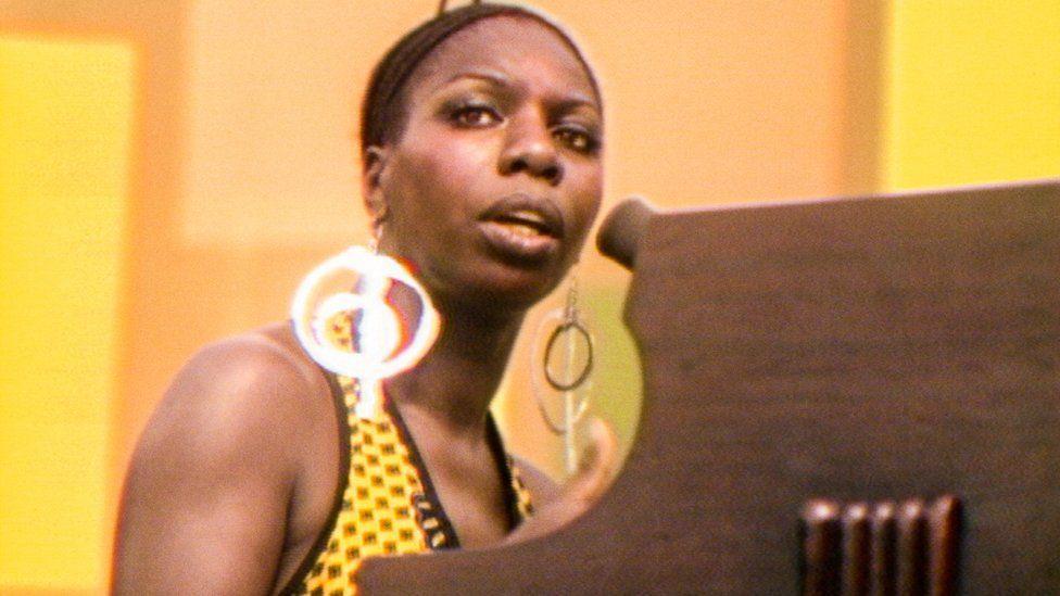 """Nina Simone gör ett milt uttryckt mäktigt framträdande i """"Summer of soul""""."""