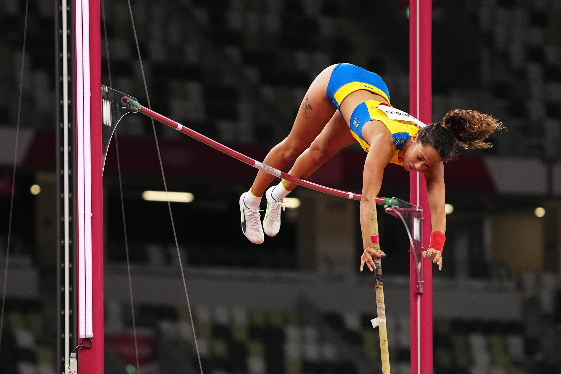 Angelica Bengtsson i luften under finalen.