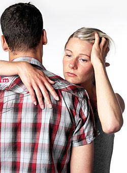 Försök att inte låta rädslan styra ditt förhållande, säger experten.