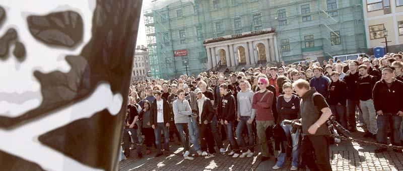 """Så här såg det ut i Göteborg när ungdomar sympatidemonstrerade med """"The Pirate Bay"""" härom året."""