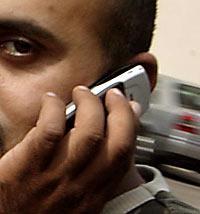 En ny undersökning visar att mobilpratande kan orsaka dövhet.