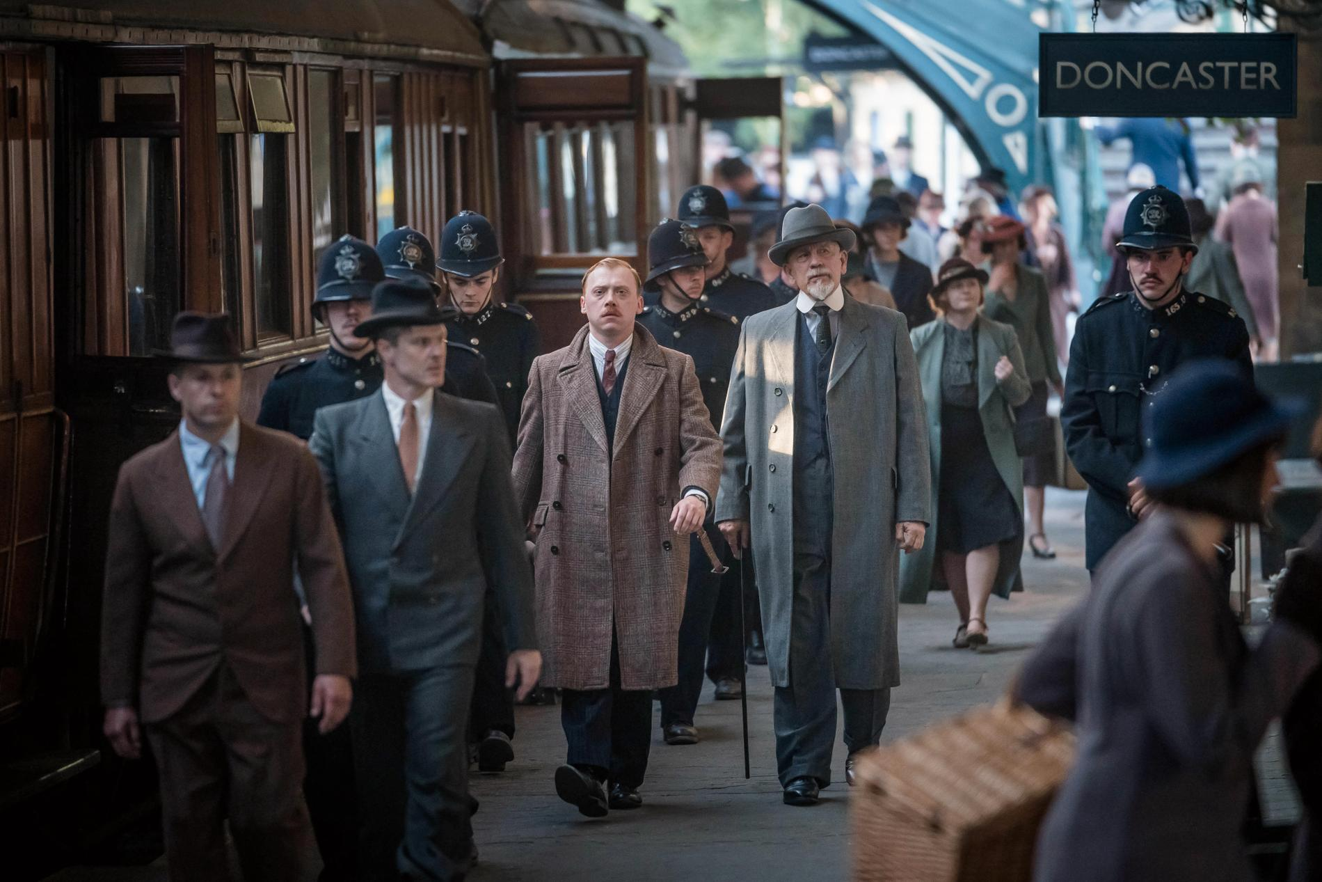 """Rupert Grint och John Malkovich i """"ABC-morden""""."""