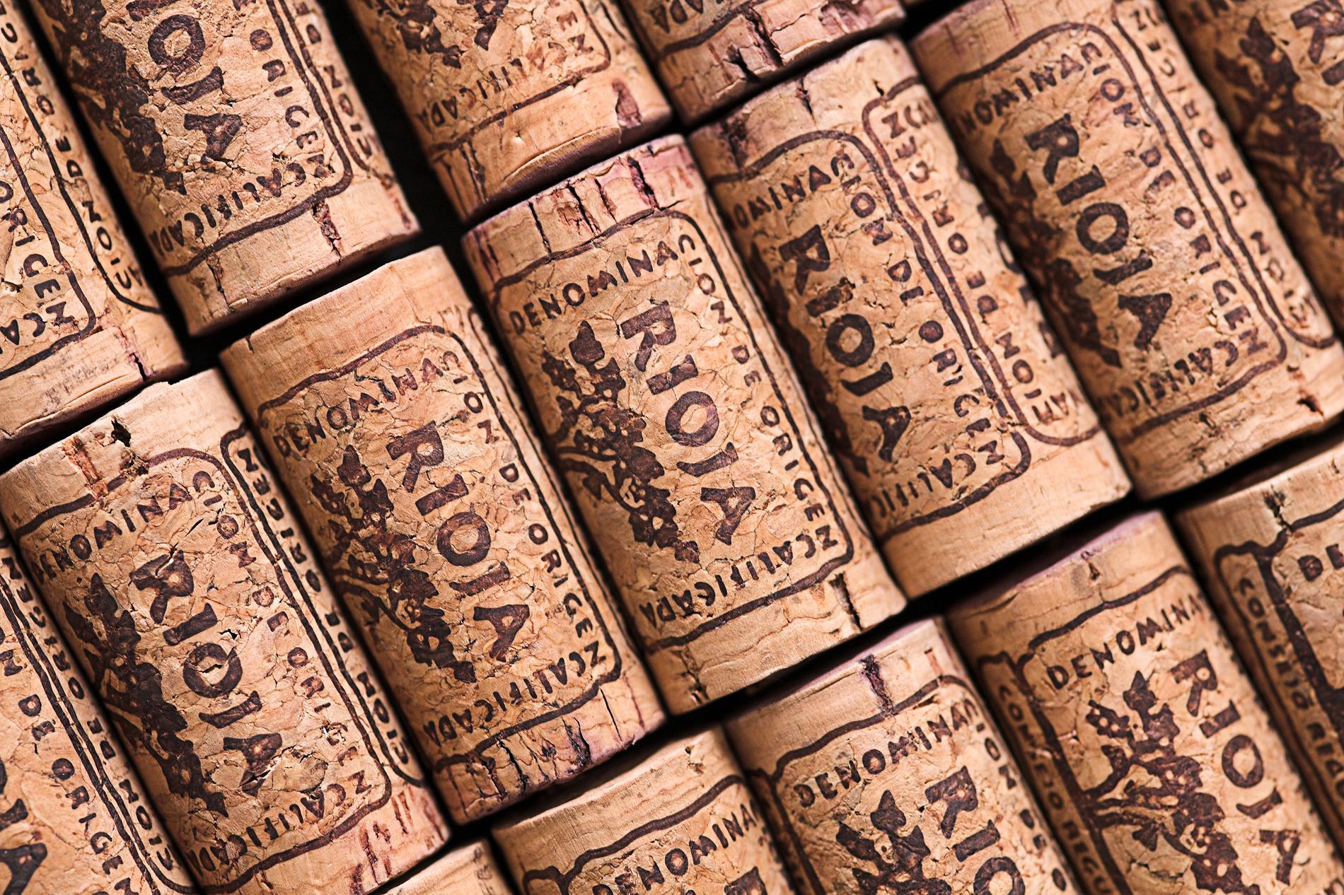 Sarah Lindstrand Mboge går igenom olika lagringstermer som man stöter på när det kommer till röda viner från området Rioja i Spanien.