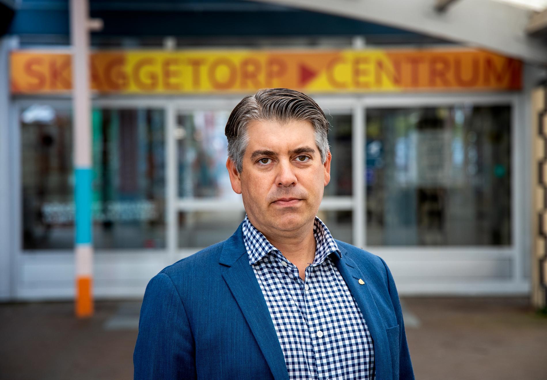 """""""Det är inte realistiskt att man skulle riva bostäder i någon större omfattning"""", säger kommunstyrelsens ordförande Niklas Borg (M)."""