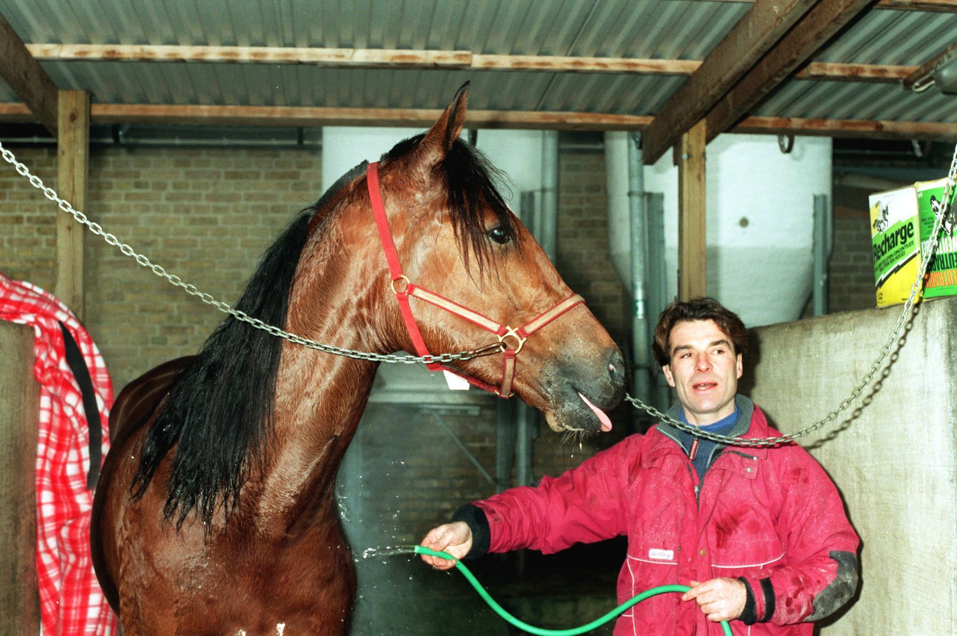 "Viking Kronos får en dusch av ""Ludde"" 1998."