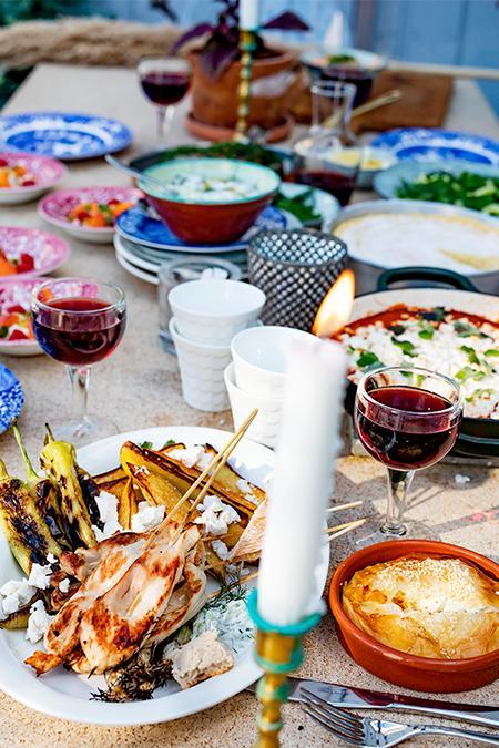 Bjud vänner och familj bästa buffén med medelhavsmat.