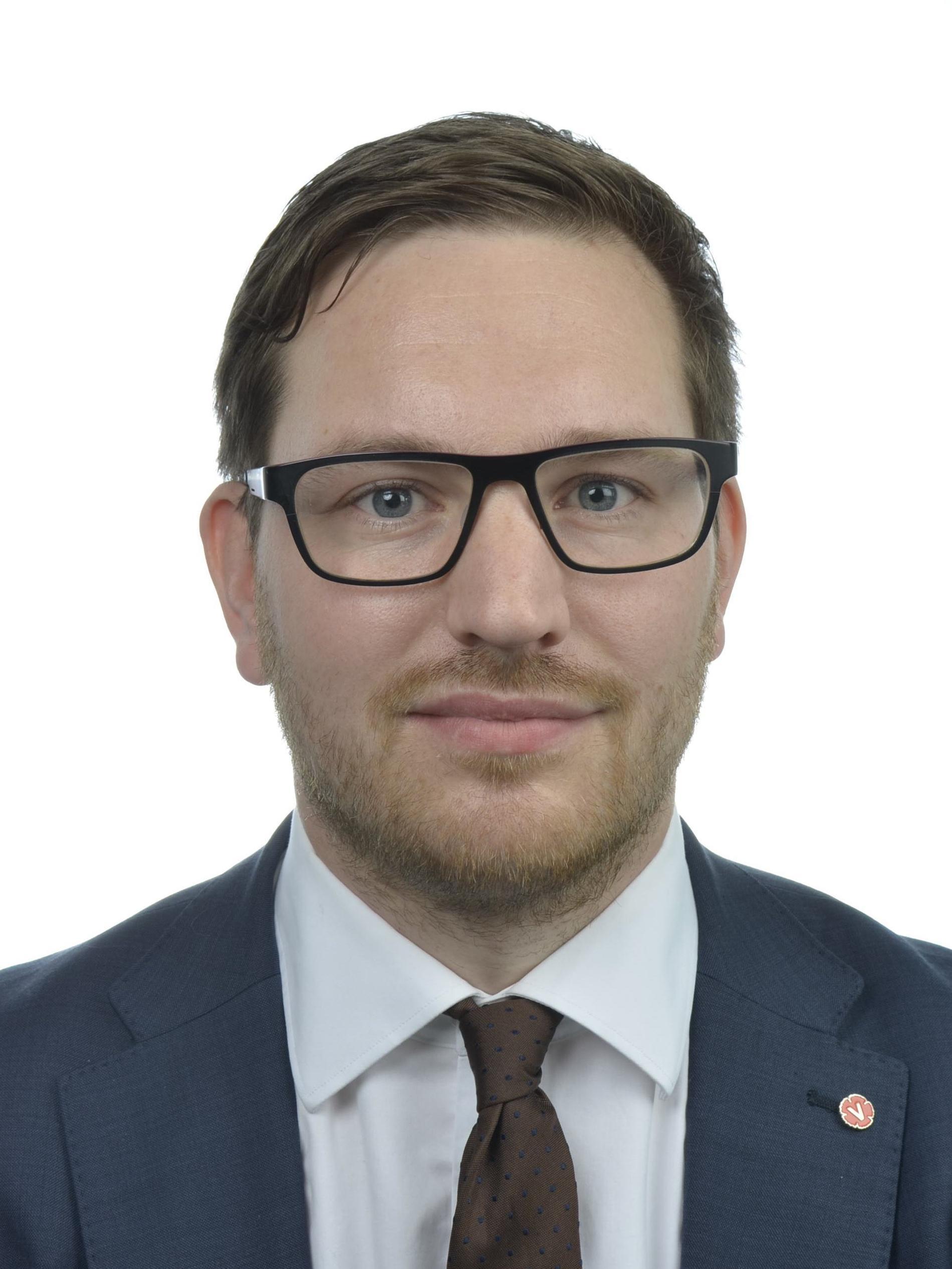 Håkan Svenneling (V) vill ge ekonomiskt bistånd till USA – som en markering mot Trump
