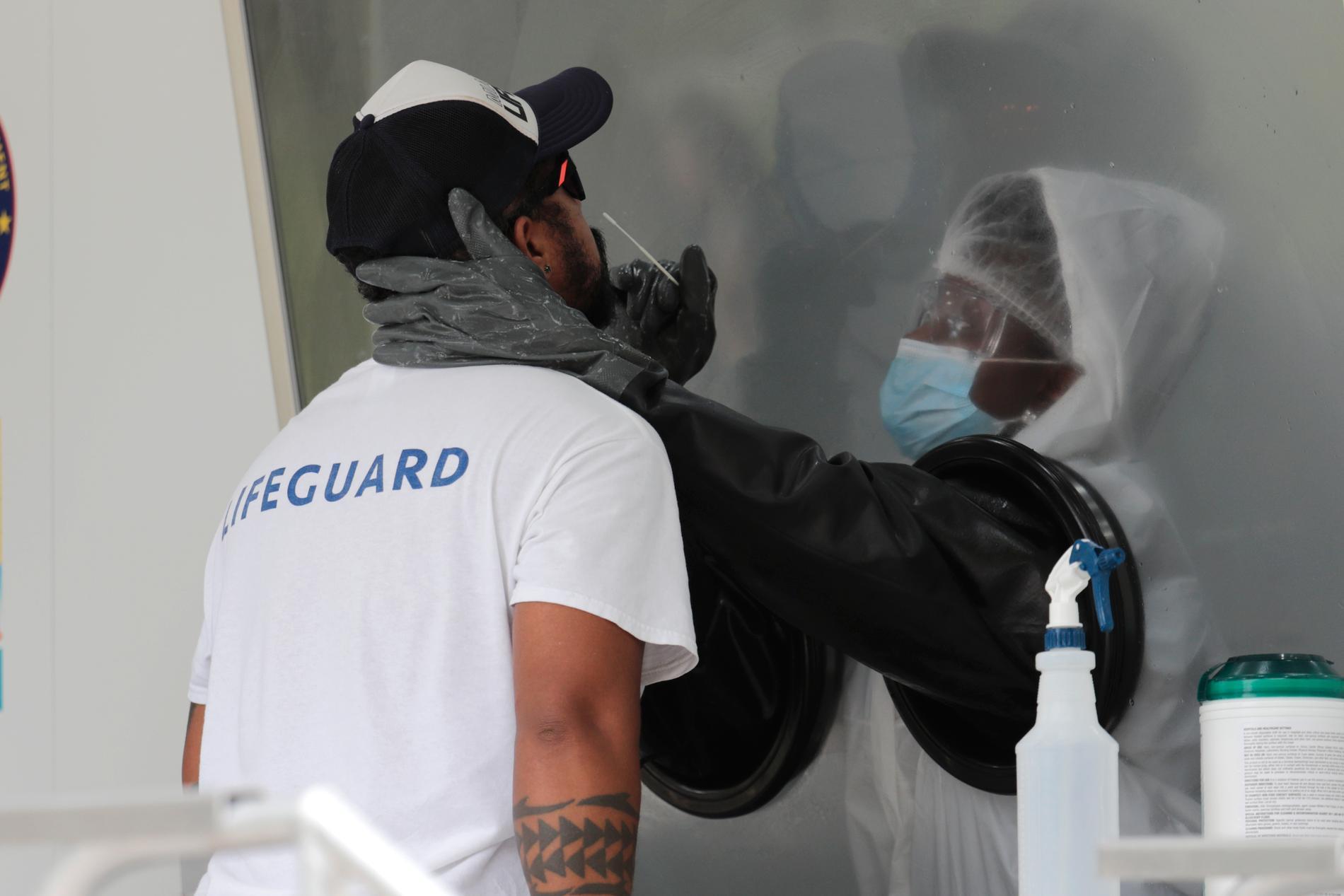 Florida i USA har drabbats hårt av coronapandemin, med över 12000 nya fall per dag.