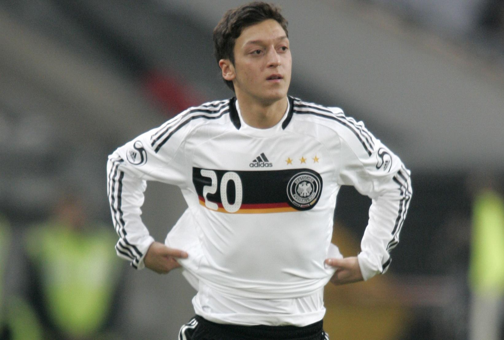 11 februari 2009: Debut i tyska a-landslaget i en träningsmatch mot Norge.