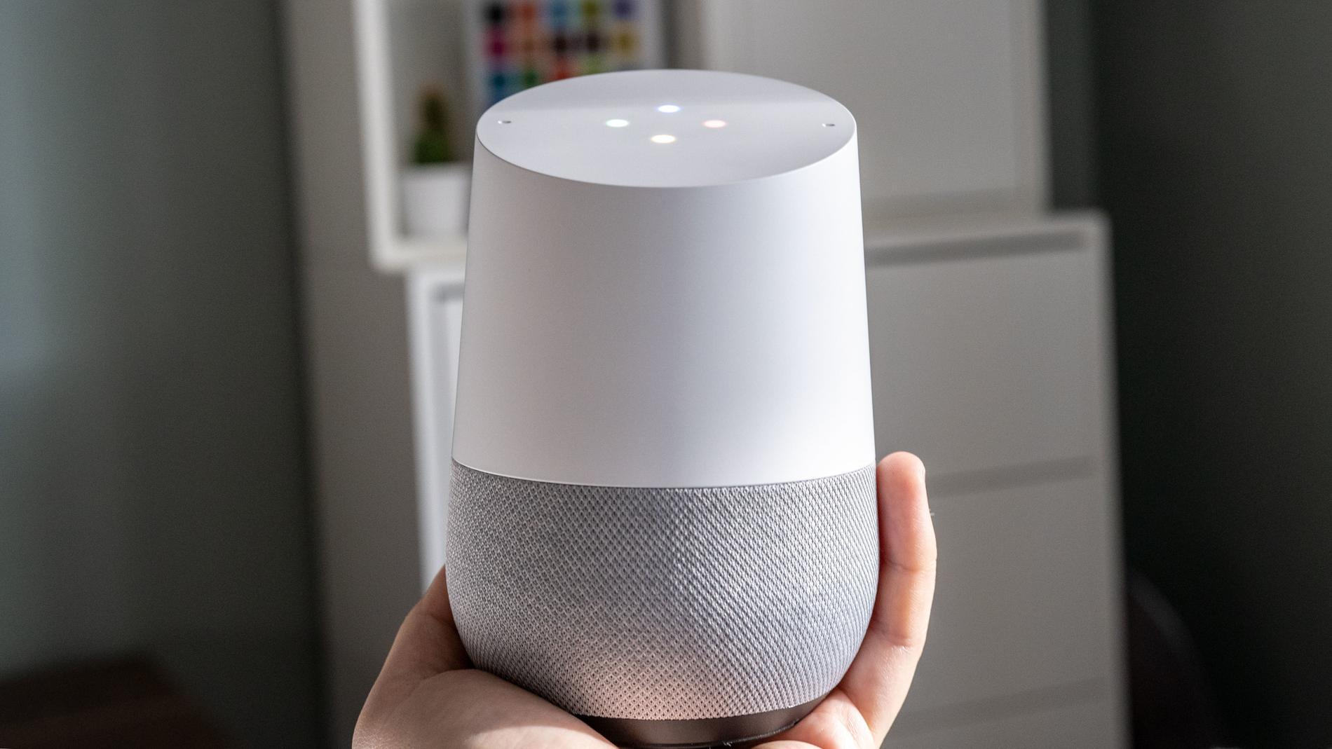 Google Home är oväntat liten, men snygg.