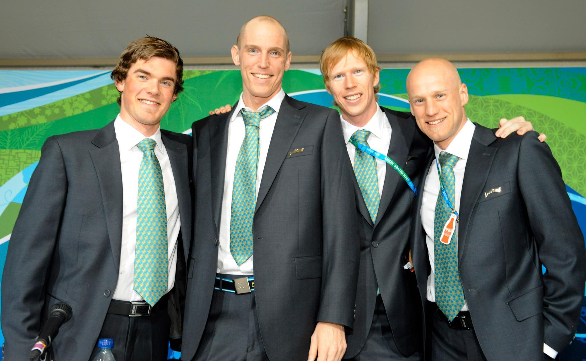 Det svenska stafettlaget vid OS i Vancouver 2010 – och nyblivna bronsmedaljörer: Fredrik Lindström, Björn Ferry, Mattias Nilsson and Carl-Johan Bergman.