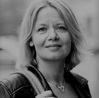 Karin Örmon, docent och klinisk lektor inom psykiatrisk vård vid Malmö universitet, är även hon anställd av Västra Götalandsregionenskompetenscentrum om våld i nära relationer,VKV.
