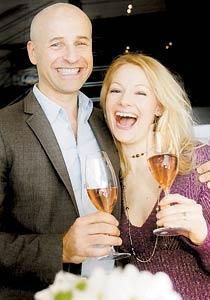 Gillar rosé Richard och Sara Juhlin njuter av en Bollinger La Grand Annéé Rosé.