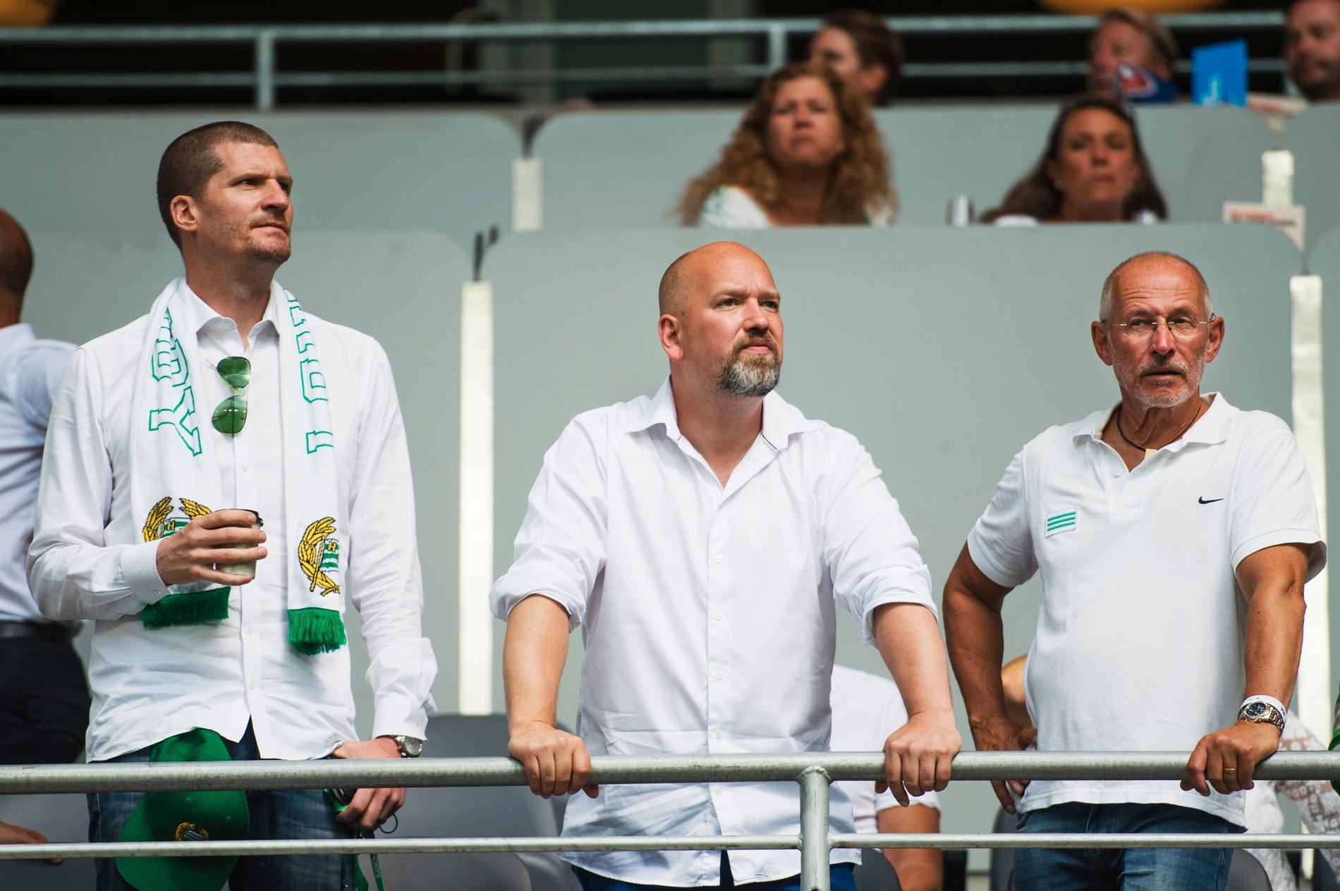 Ordförande Richard von Yxkull till vänster, och vd Henrik Kindlund i mitten.
