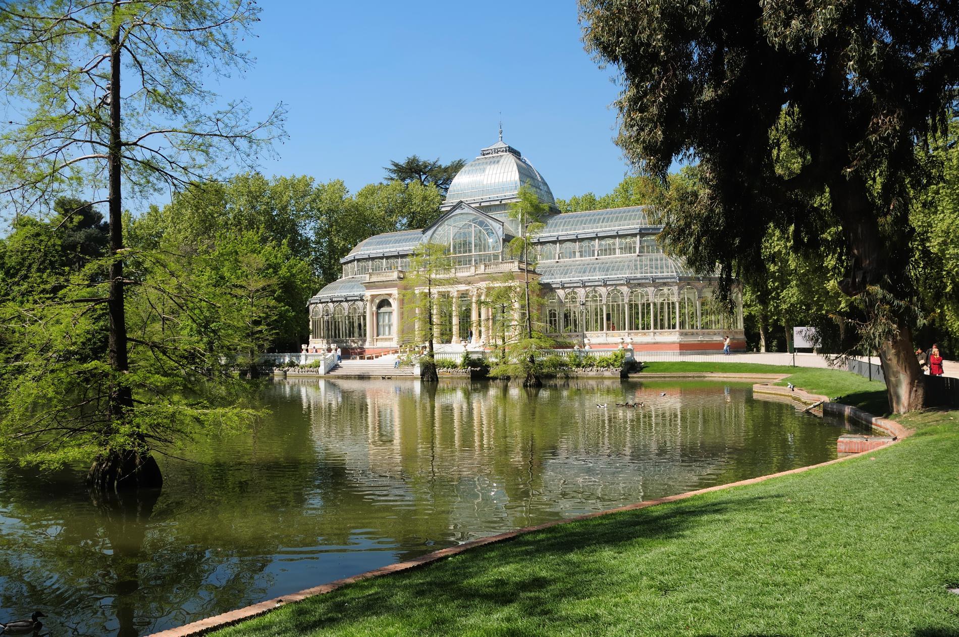 I Lummiga El Retiro finns Palacio de Cristal, ett kristallpalats.