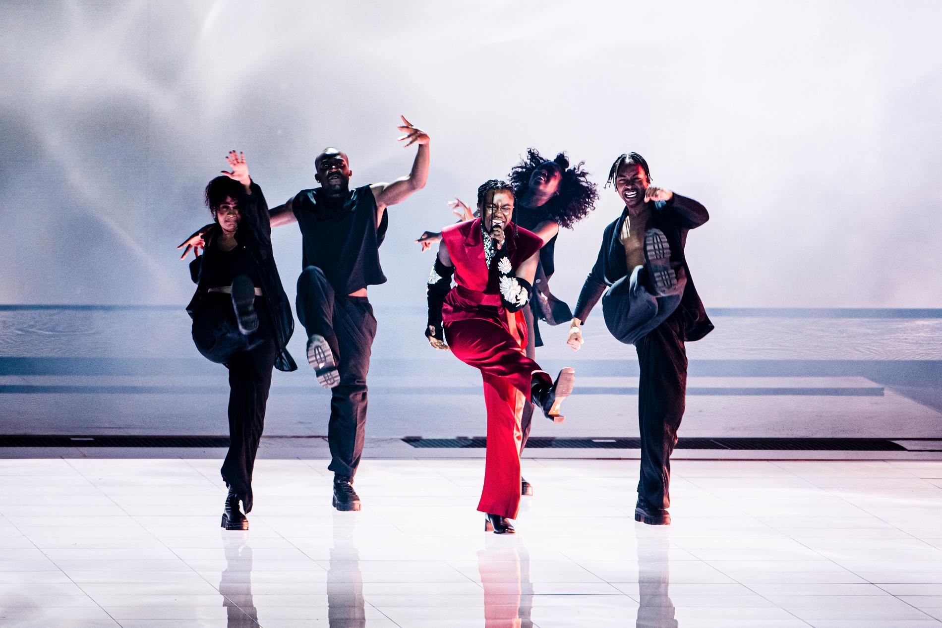Tusse Chiza på scenen i Ahoy arena inför Eurovision-finalen