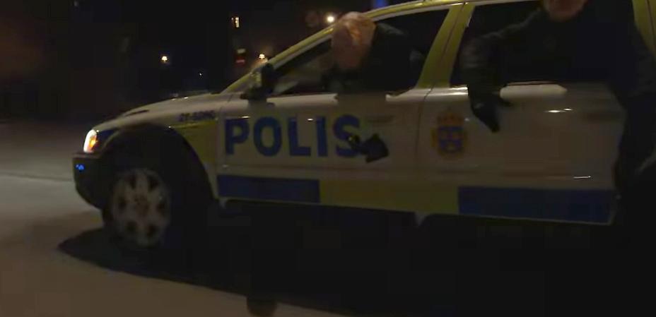 """""""Polisbilen"""" i filmen på Youtube."""